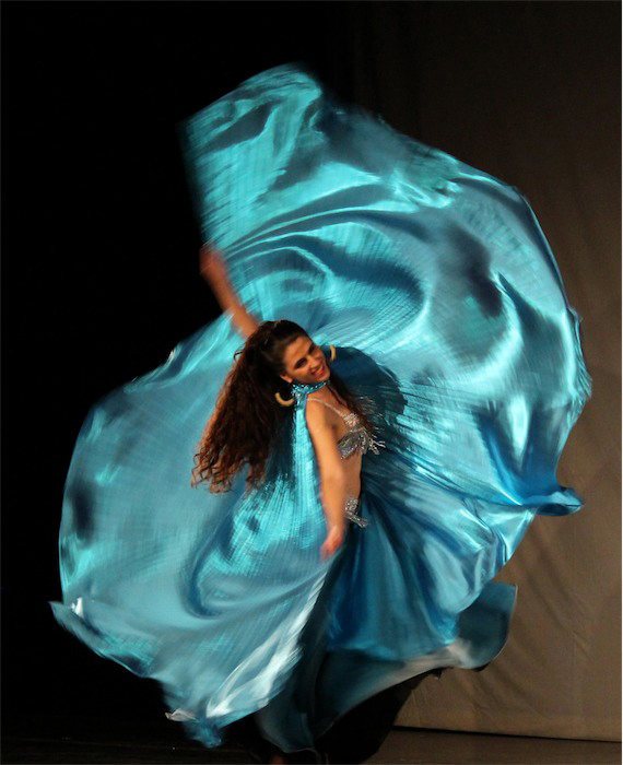 Leena Qadi: Danza del Vientre, Folclore Árabe y Giro Sufi